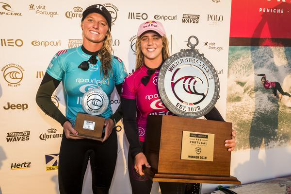 Lakey e Caroline (Damien Poullenot / WSL via Getty Images)